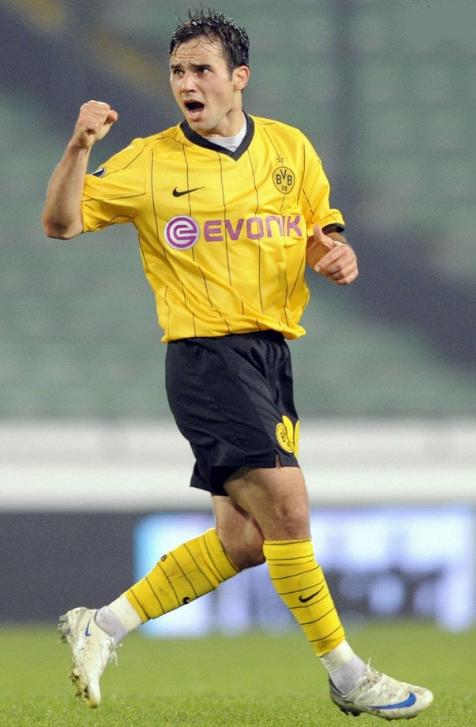 Borussia Dortmund-08-09-NIKE-home-kit-yellow-black-yellow.JPG