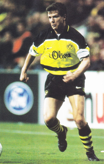 Borussia Dortmund-97-98-NIKE-home-kit-yellow-black-stripe.jpg