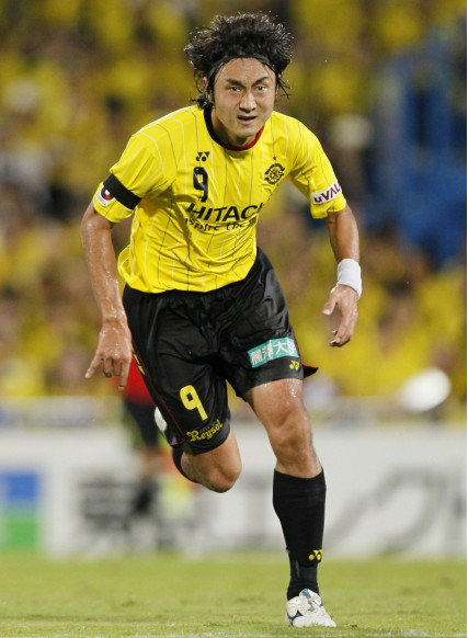 Kashiwa-Reysol-11-12-YONEX-home-kit-yellow-black-black.jpg