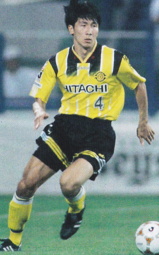 Kashiwa-Reysol-95-96-cup-home-kit-yellow-black-yellow.jpg