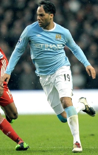 Manchester City-09-10-UMBRO-home-light blue-white-white.JPG