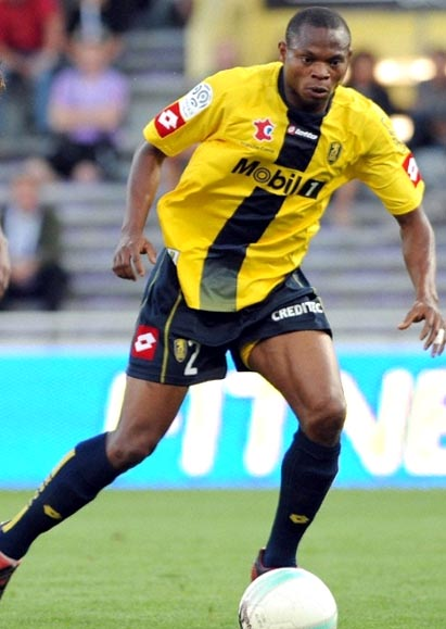 Sochaux-08-09-lotto-home-yellow-navy-navy.JPG