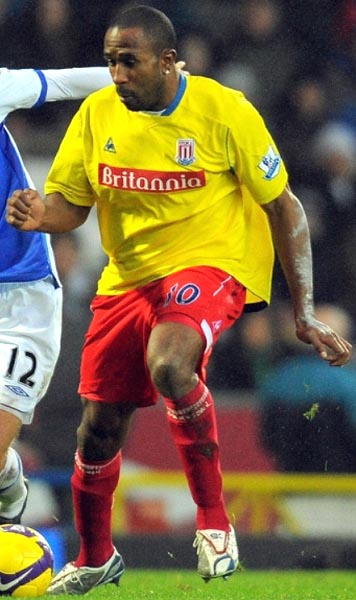 Stoke City-08-09-Le coq-uniform-yellow-red-red.JPG
